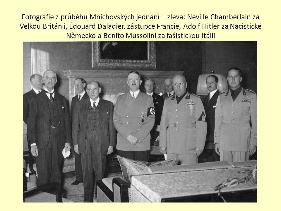 Fotografie z průběhu Mnichovských jednání – zleva: Neville Chamberlain za Velkou Británii, Édouard Daladier, zástupce Francie, Adolf Hitler za Nacistické Německo a Benito Mussolini za fašistickou Itálii