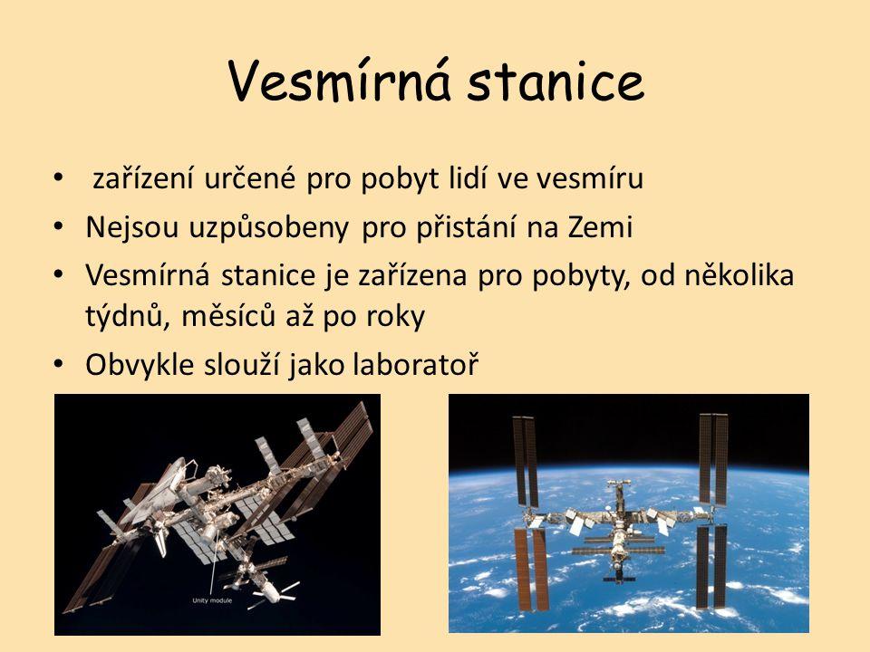 zařízení určené pro pobyt lidí ve vesmíru Nejsou uzpůsobeny pro přistání na Zemi Vesmírná stanice je zařízena pro pobyty, od několika týdnů, měsíců až po roky Obvykle slouží jako laboratoř Vesmírná stanice