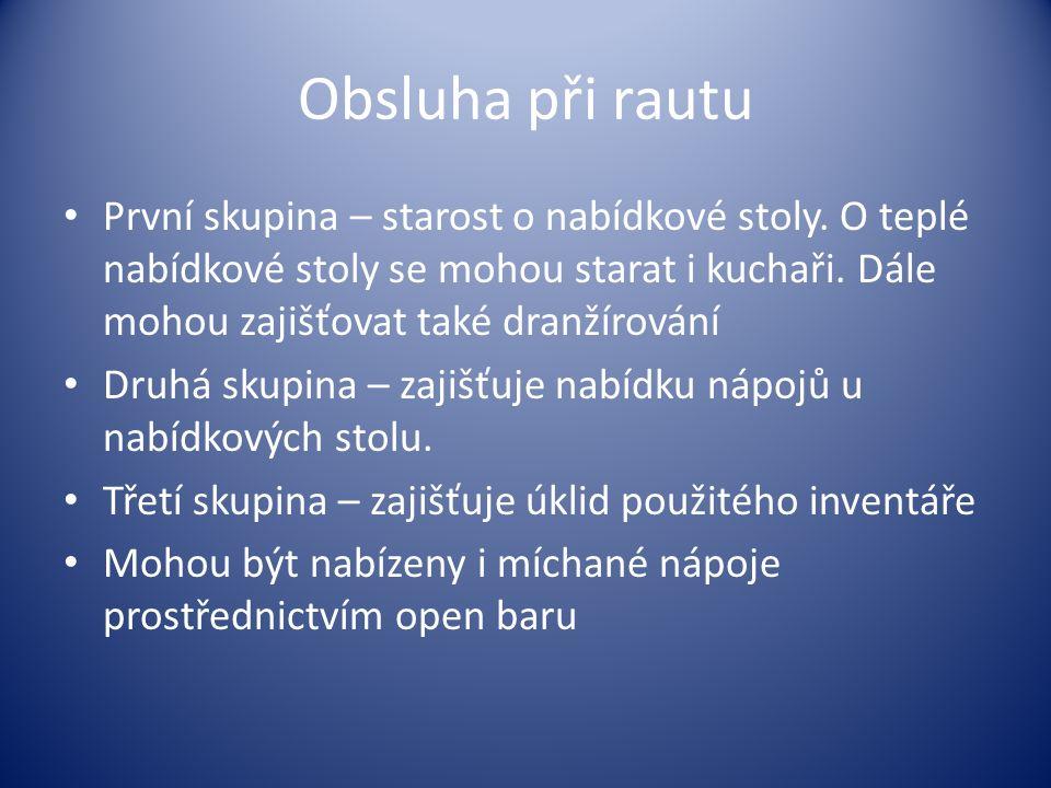 Obsluha při rautu První skupina – starost o nabídkové stoly.