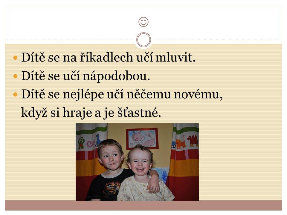 Dítě se na říkadlech učí mluvit. Dítě se učí nápodobou.