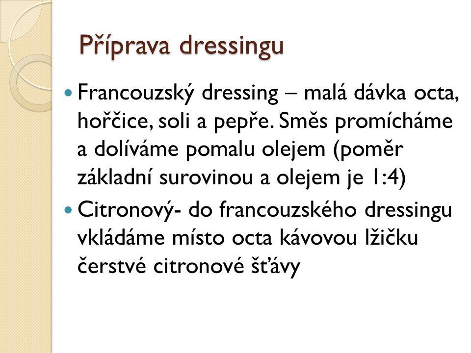 Příprava dressingu Francouzský dressing – malá dávka octa, hořčice, soli a pepře.
