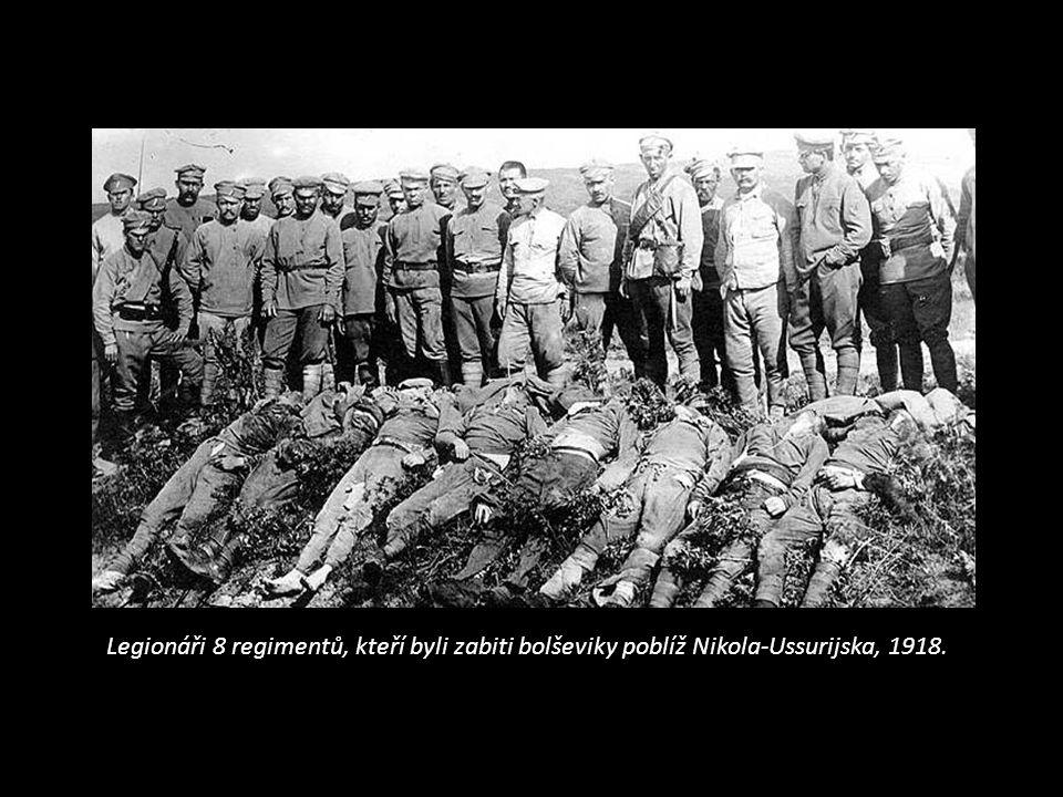 Legionáři 8 regimentů, kteří byli zabiti bolševiky poblíž Nikola-Ussurijska, 1918.