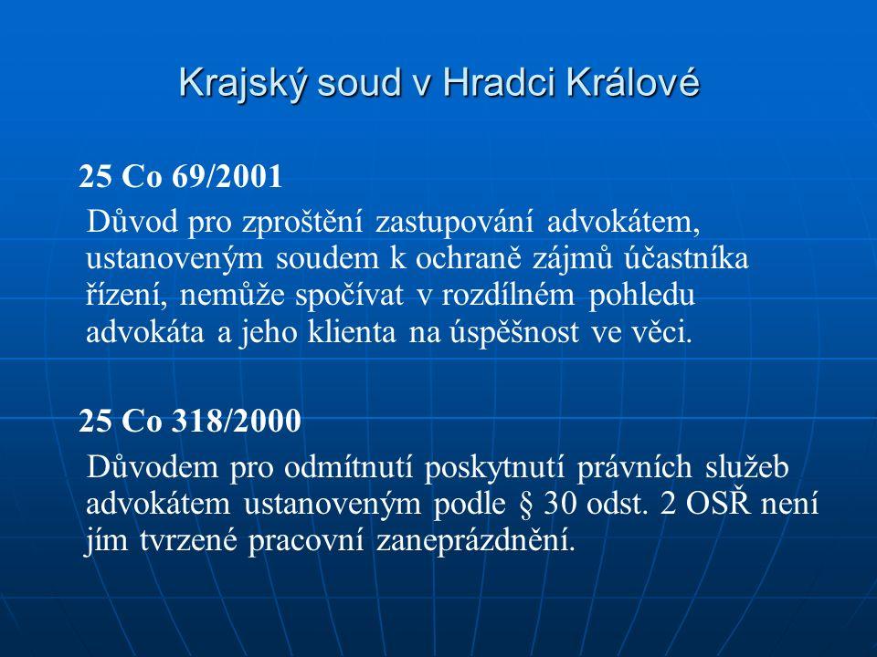 Krajský soud v Hradci Králové 25 Co 69/2001 Důvod pro zproštění zastupování advokátem, ustanoveným soudem k ochraně zájmů účastníka řízení, nemůže spočívat v rozdílném pohledu advokáta a jeho klienta na úspěšnost ve věci.