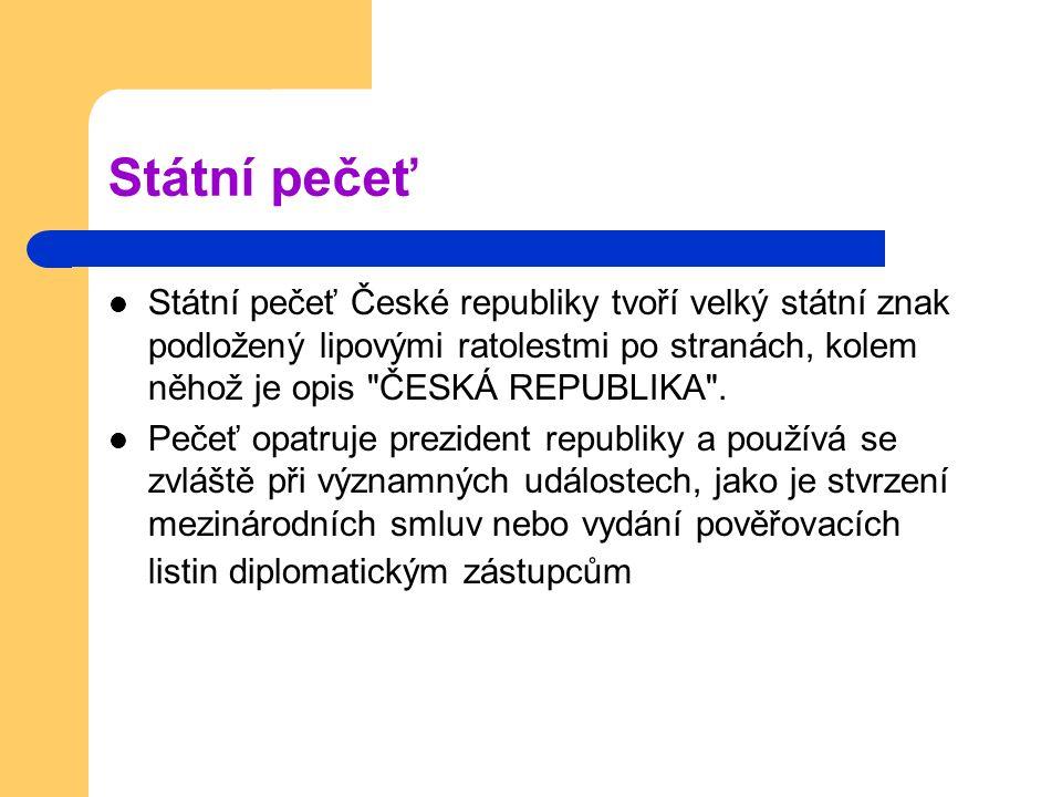 Státní pečeť České republiky tvoří velký státní znak podložený lipovými ratolestmi po stranách, kolem něhož je opis ČESKÁ REPUBLIKA .