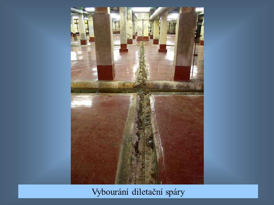 Vybourání podlahy, vysání nečistot, pak napenetrování
