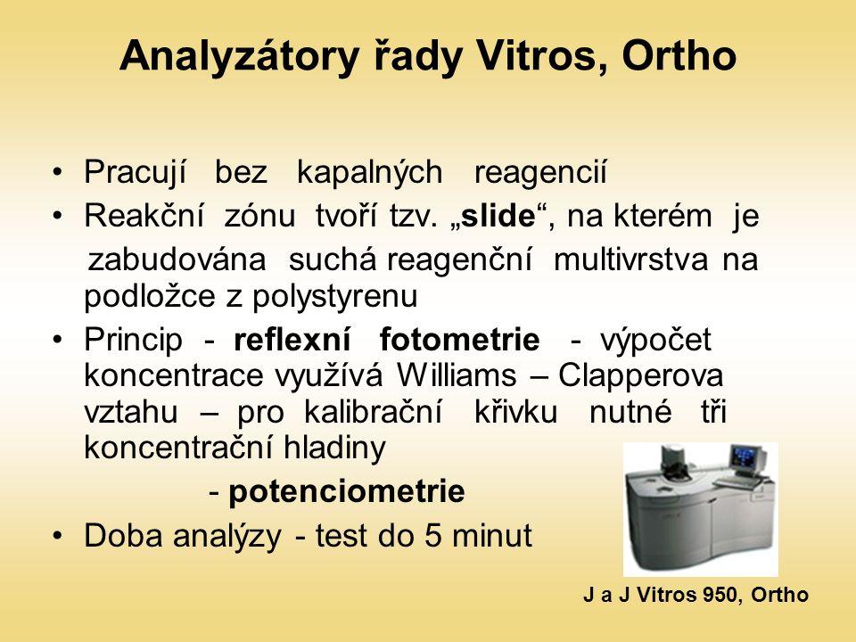 """Analyzátory řady Vitros, Ortho Pracují bez kapalných reagencií Reakční zónu tvoří tzv. """"slide"""", na kterém je zabudována suchá reagenční multivrstva na"""