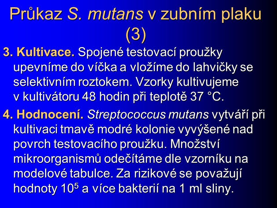Průkaz S. mutans v zubním plaku (3) 3. Kultivace. Spojené testovací proužky upevníme do víčka a vložíme do lahvičky se selektivním roztokem. Vzorky ku