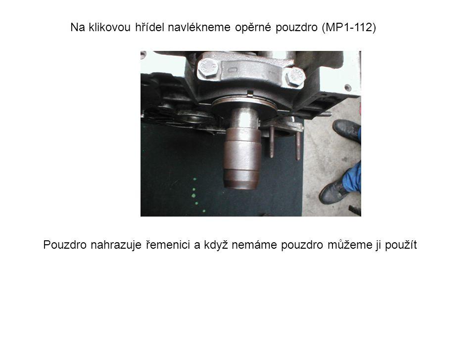 Na klikovou hřídel navlékneme opěrné pouzdro (MP1-112) Pouzdro nahrazuje řemenici a když nemáme pouzdro můžeme ji použít