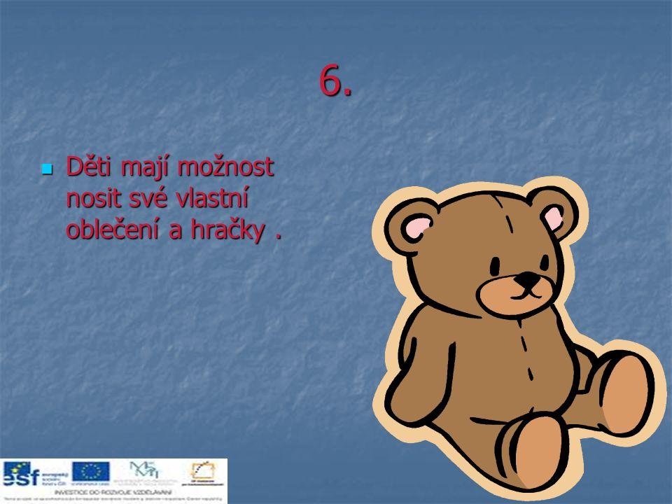 6. Děti mají možnost nosit své vlastní oblečení a hračky.