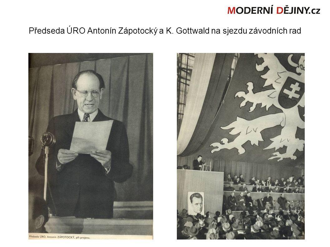Předseda ÚRO Antonín Zápotocký a K. Gottwald na sjezdu závodních rad