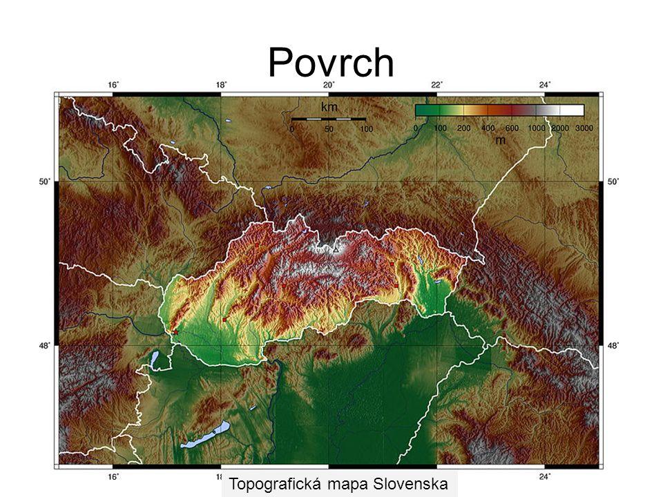 Povrch Severním a středním oblastem Slovenska dominují na především rozsáhlé horské masivy, které jsou součástí Západních Karpat. Ty se dělí na tři čá