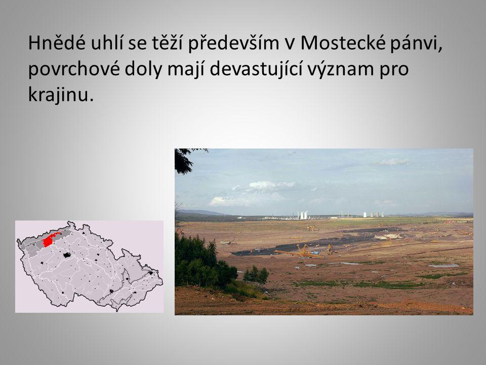 Hnědé uhlí se těží především v Mostecké pánvi, povrchové doly mají devastující význam pro krajinu.
