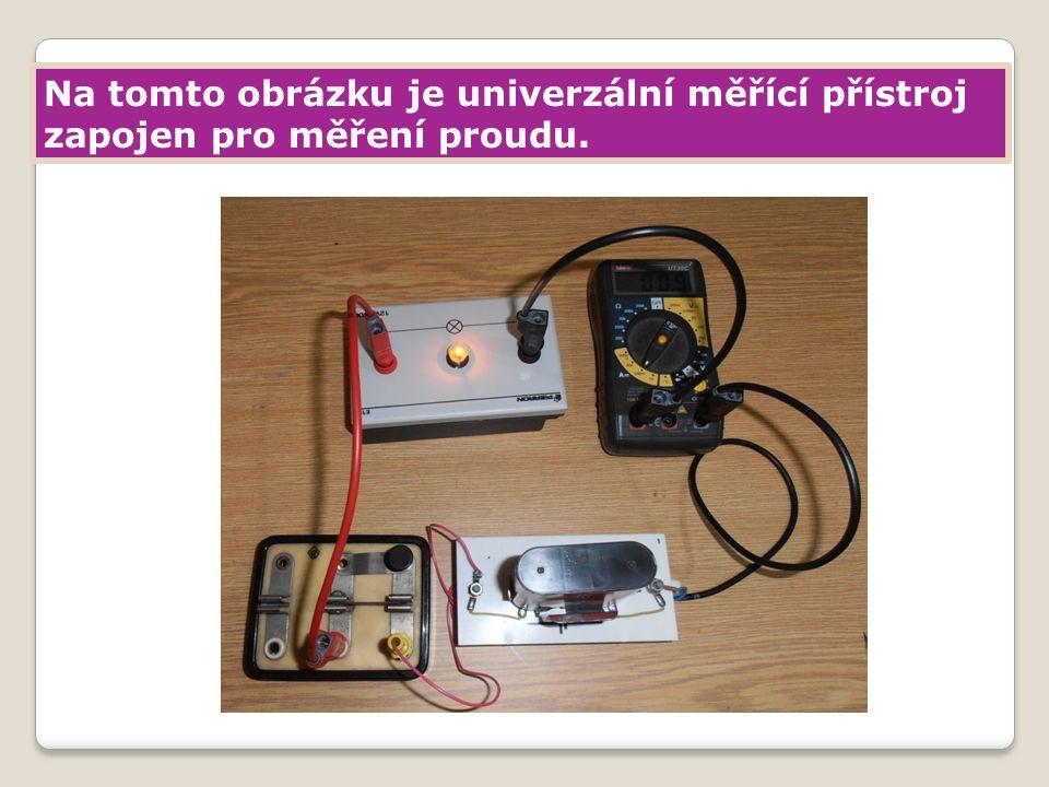 Na tomto obrázku je univerzální měřící přístroj zapojen pro měření proudu.