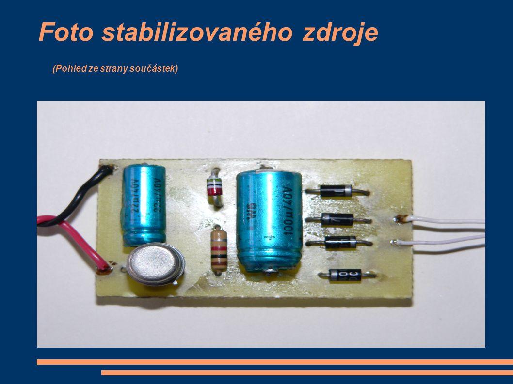 Foto stabilizovaného zdroje (Pohled ze strany součástek)