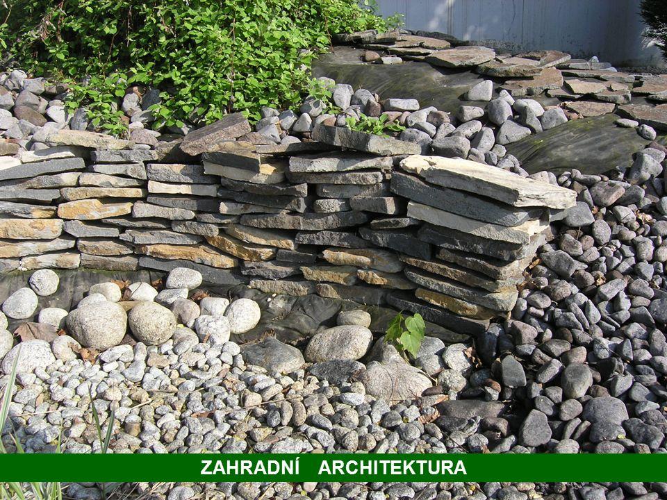 Rodinný dům – kámen a dřevo