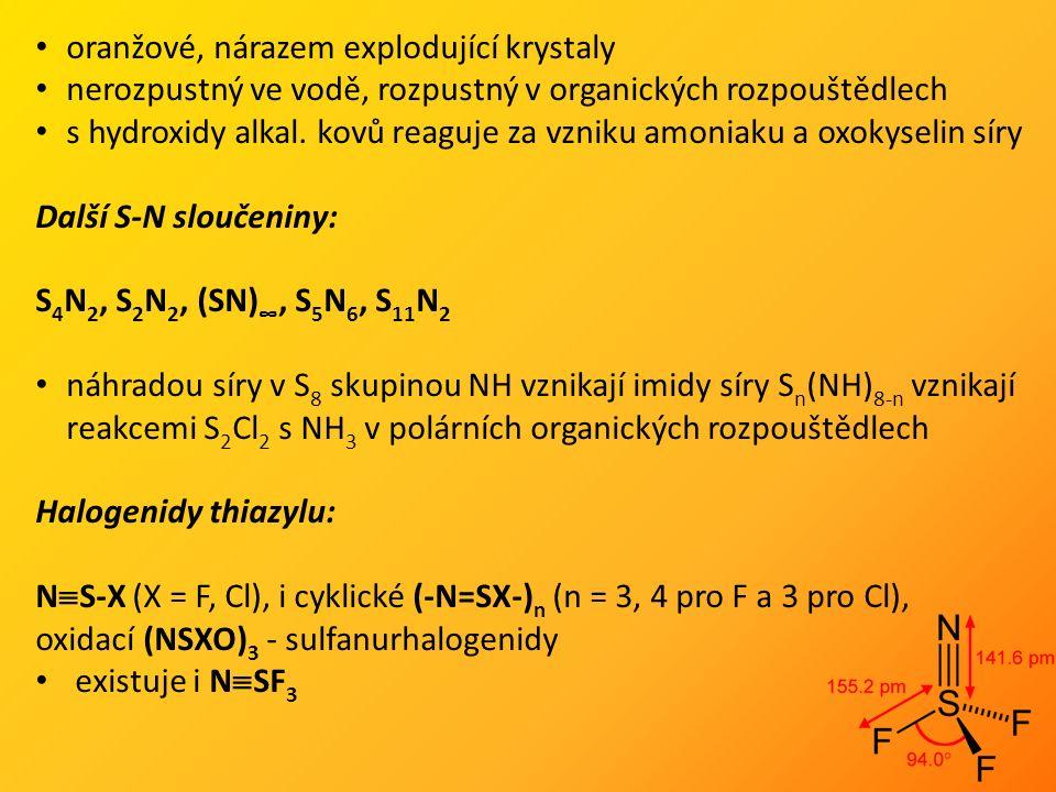 oranžové, nárazem explodující krystaly nerozpustný ve vodě, rozpustný v organických rozpouštědlech s hydroxidy alkal.