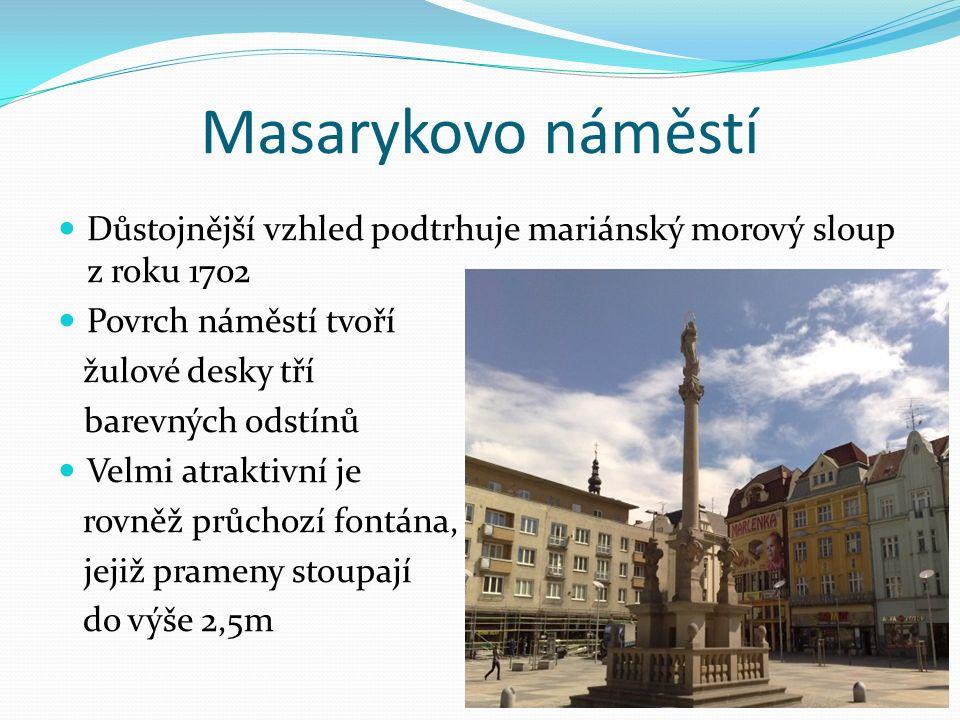 Masarykovo náměstí Důstojnější vzhled podtrhuje mariánský morový sloup z roku 1702 Povrch náměstí tvoří žulové desky tří barevných odstínů Velmi atraktivní je rovněž průchozí fontána, jejiž prameny stoupají do výše 2,5m
