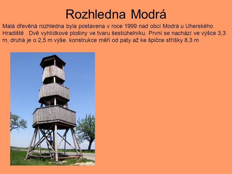 Rozhledna Modrá Malá dřevěná rozhledna byla postavena v roce 1999 nad obcí Modrá u Uherského Hradiště.
