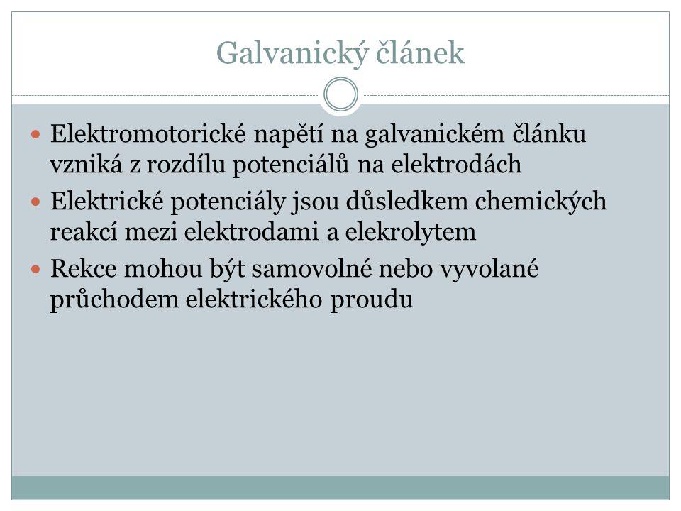 Galvanický článek Elektromotorické napětí na galvanickém článku vzniká z rozdílu potenciálů na elektrodách Elektrické potenciály jsou důsledkem chemických reakcí mezi elektrodami a elekrolytem Rekce mohou být samovolné nebo vyvolané průchodem elektrického proudu