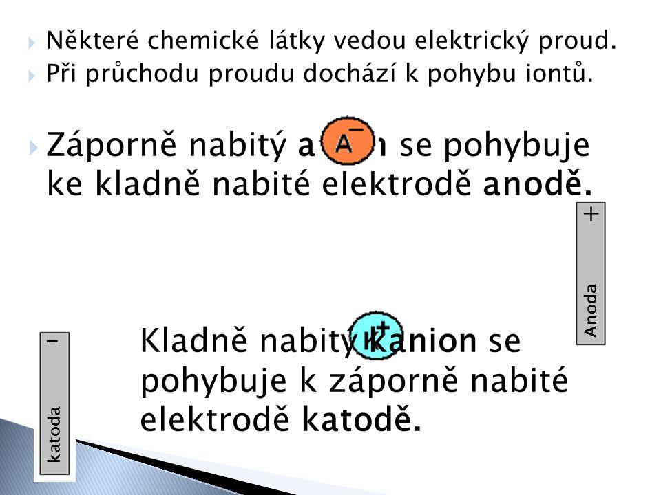  Některé chemické látky vedou elektrický proud.  Při průchodu proudu dochází k pohybu iontů.