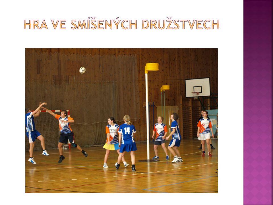  Korfbal je smíšený sport – hrají ho dívky a chlapci ve společném týmu.