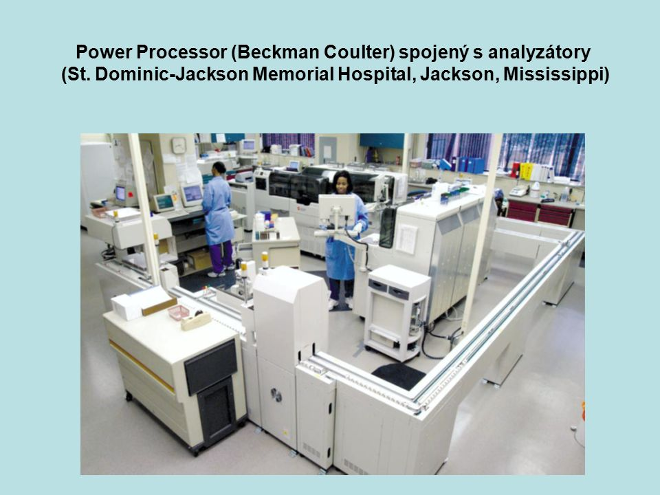 Power Processor (Beckman Coulter) spojený s analyzátory (St. Dominic-Jackson Memorial Hospital, Jackson, Mississippi)