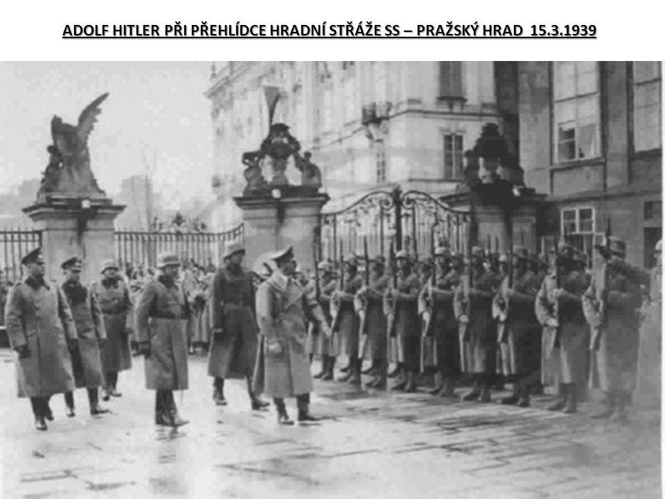 ADOLF HITLER PŘI PŘEHLÍDCE HRADNÍ STŘÁŽE SS – PRAŽSKÝ HRAD 15.3.1939
