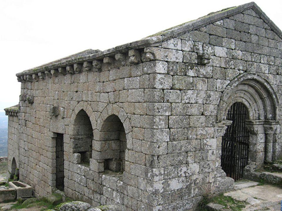 V této baště ve skále vyhloubené, byli za války pohřbeni stateční rytíři v době křesťanské Reconquista.
