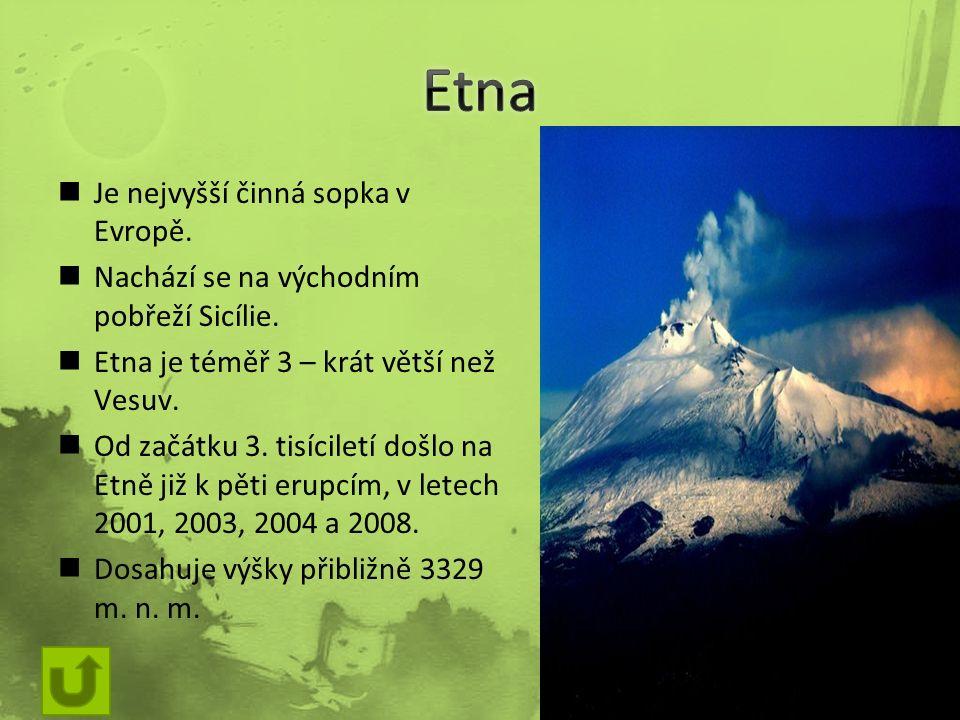 Je nejvyšší činná sopka v Evropě. Nachází se na východním pobřeží Sicílie.