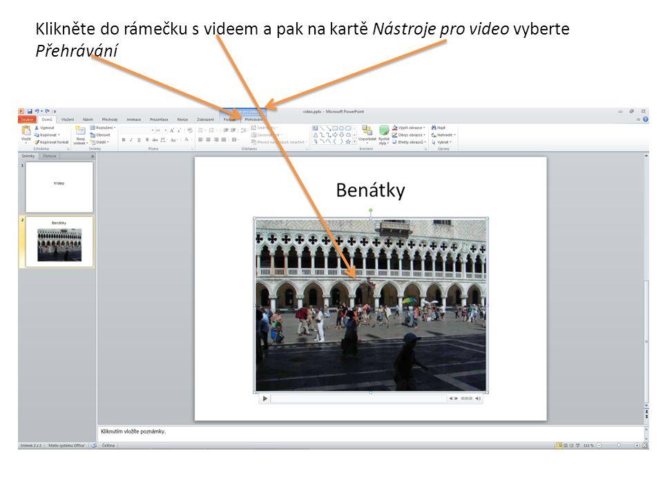 Klikněte do rámečku s videem a pak na kartě Nástroje pro video vyberte Přehrávání