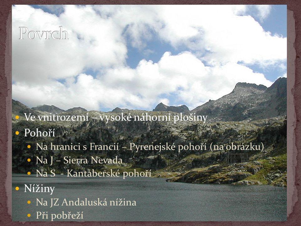 Ve vnitrozemí – vysoké náhorní plošiny Pohoří Na hranici s Francií – Pyrenejské pohoří (na obrázku) Na J – Sierra Nevada Na S - Kantaberské pohoří Nížiny Na JZ Andaluská nížina Při pobřeží