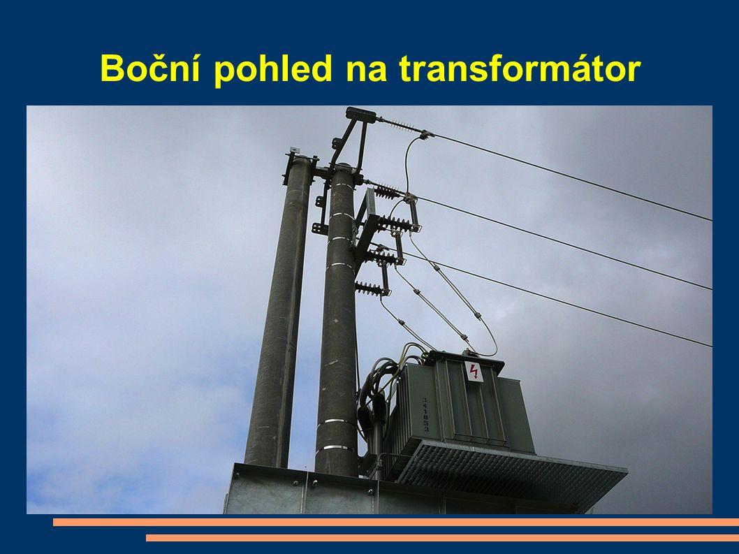 Boční pohled na transformátor
