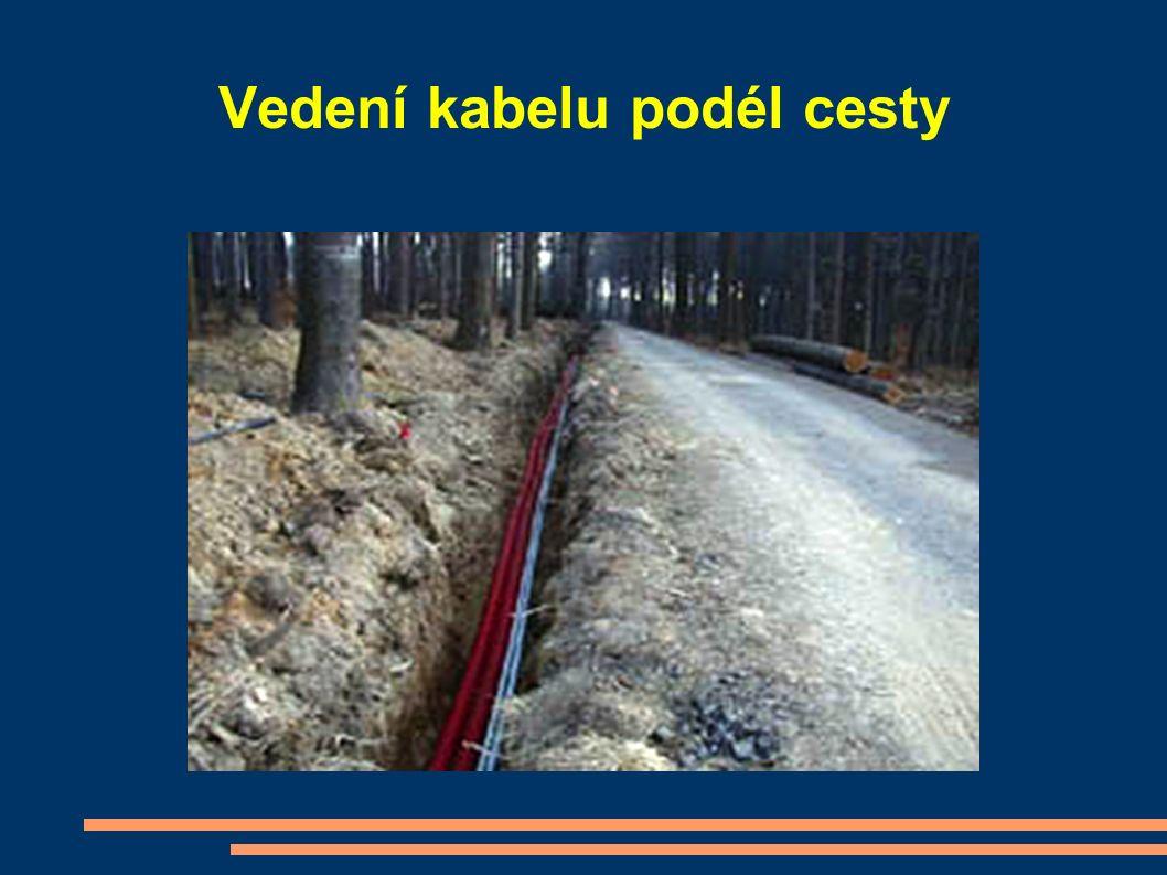 Vedení kabelu podél cesty