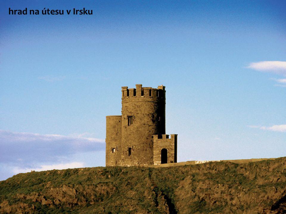Irské pobřeží hrad na útesu v Irsku