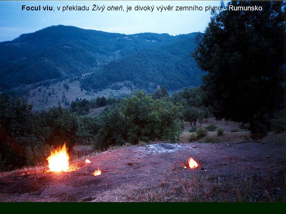 Focul viu, v překladu Živý oheň, je divoký vývěr zemního plynu - Rumunsko