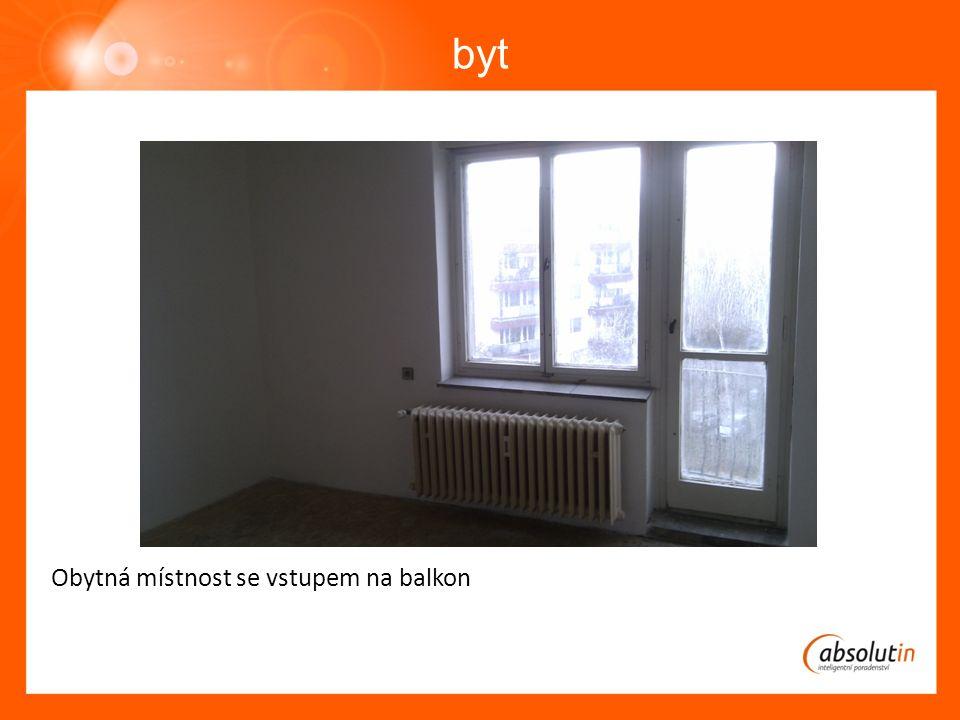 byt Obytná místnost se vstupem na balkon