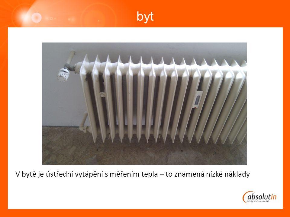 byt V bytě je ústřední vytápění s měřením tepla – to znamená nízké náklady