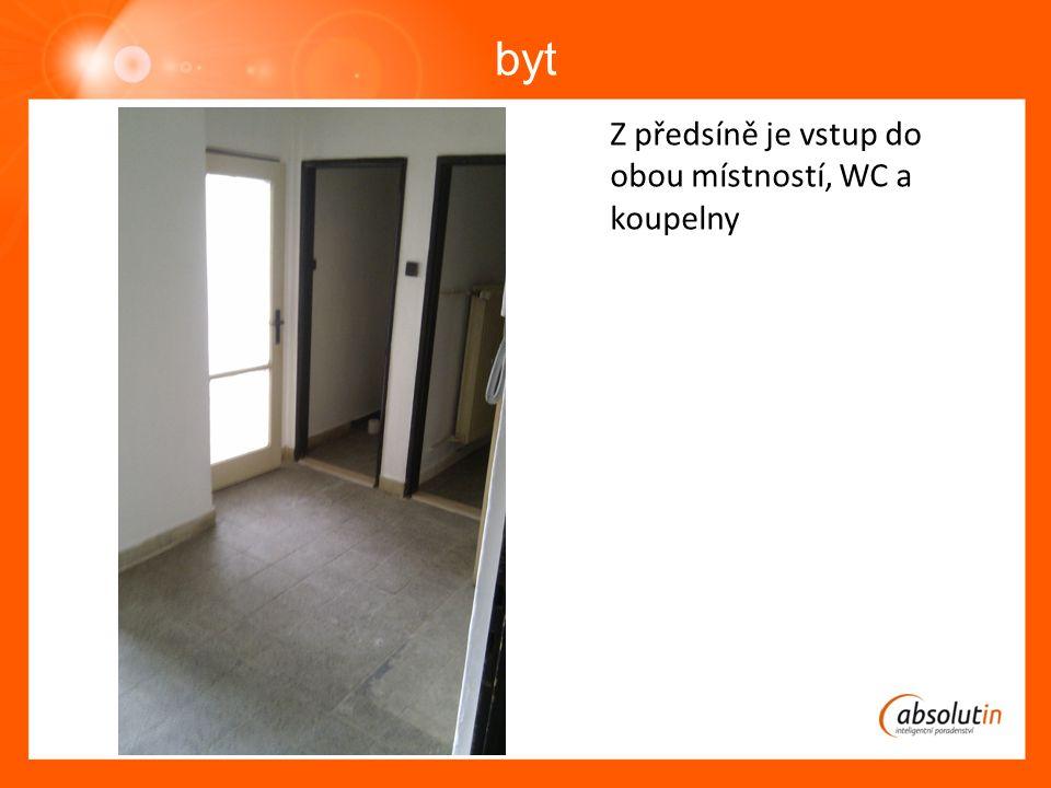 byt Z předsíně je vstup do obou místností, WC a koupelny