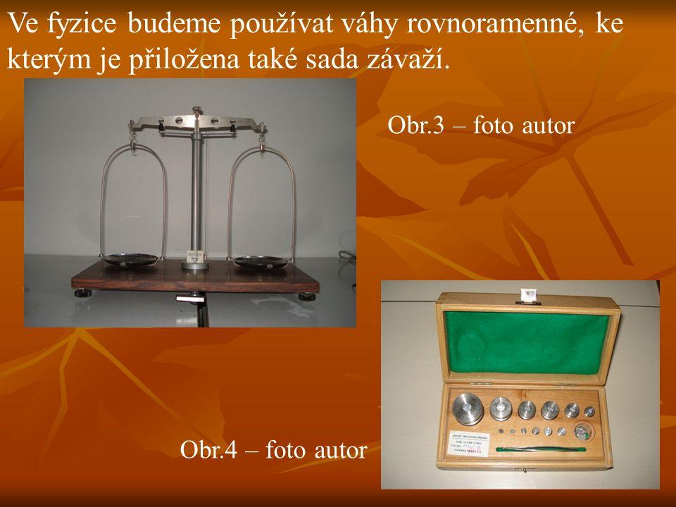 Ve fyzice budeme používat váhy rovnoramenné, ke kterým je přiložena také sada závaží.