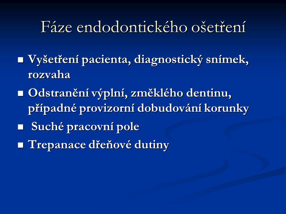 Fáze endodontického ošetření Vyšetření pacienta, diagnostický snímek, rozvaha Vyšetření pacienta, diagnostický snímek, rozvaha Odstranění výplní, změk