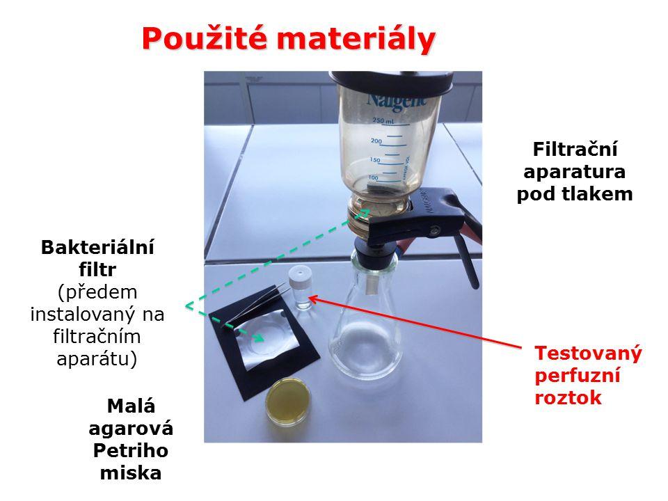 Použité materiály Testovaný perfuzní roztok Filtrační aparatura pod tlakem Malá agarová Petriho miska Bakteriální filtr (předem instalovaný na filtračním aparátu)