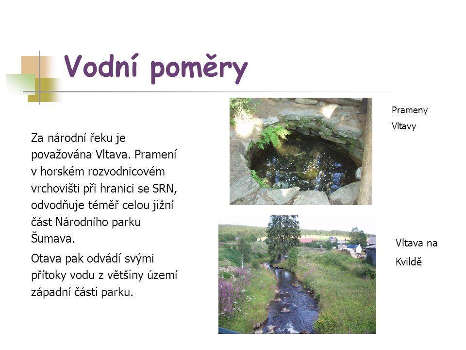 Vodní poměry Za národní řeku je považována Vltava. Pramení v horském rozvodnicovém vrchovišti při hranici se SRN, odvodňuje téměř celou jižní část Nár