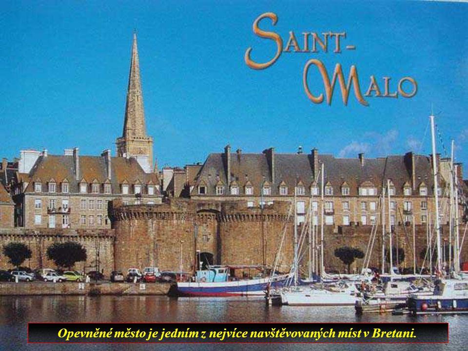 V centru města je přístaviště zvané Old Pier, oblíbené místo malířů