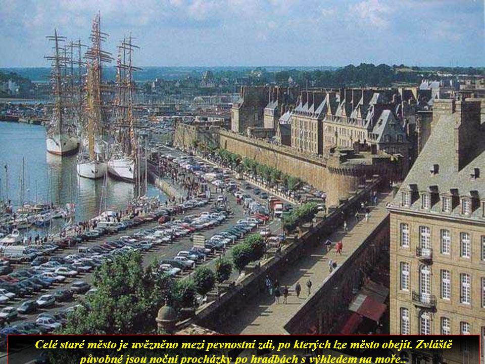 Opevněné město je jedním z nejvíce navštěvovaných míst v Bretani.