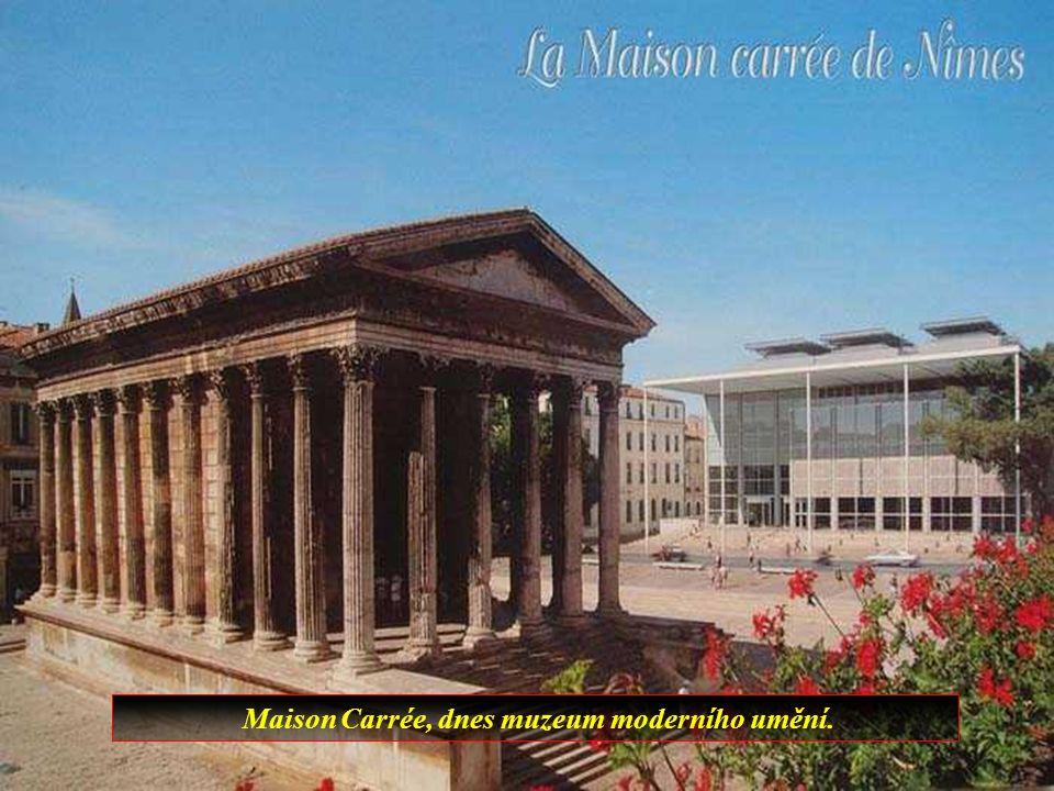 Provencalské město Nimes má mnoho antických památek z dob starého Říma.