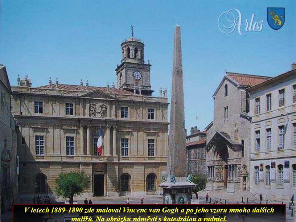 V dalším městě v Provence, Arles, je také zachovallý amfiteatr a další starořímské památky konstantinovy lázně a divadlo.