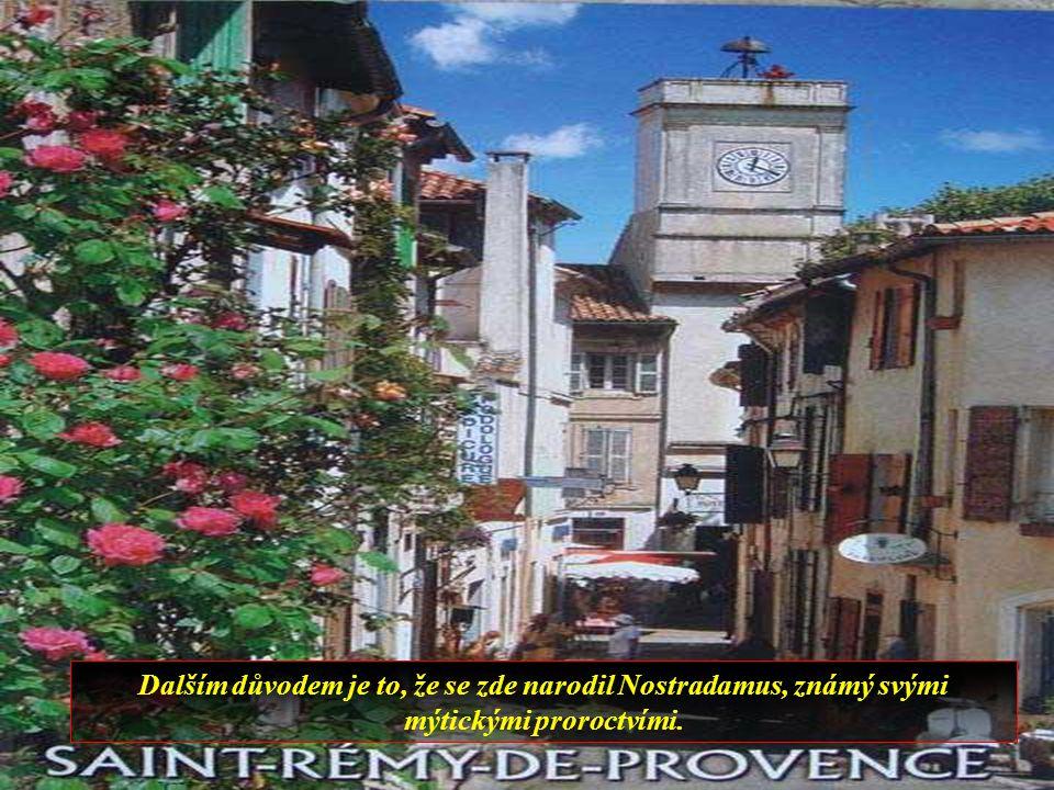 Saint-Rémy de Provence, středověké město, je známé ve světě ze dvou důvodů, Vincent Van Gogh zde strávil rok v nemocnici a během tohoto období vytvořil mnoho děl,