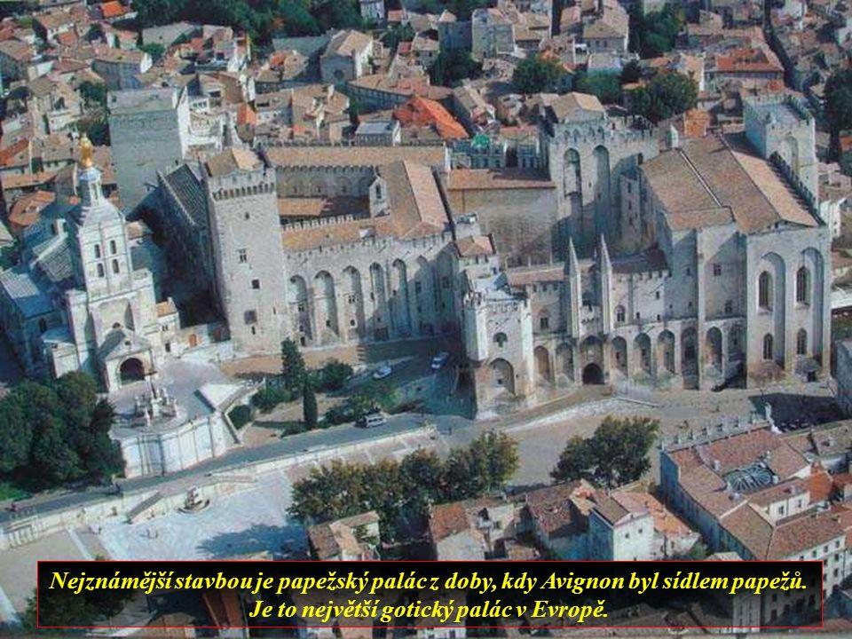 Avignon je jedno z nejvíce fascinujících měst jižní Francie, je obklopené hradbami a zachovalo si výraznou středověkou architekturu.