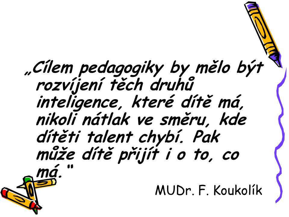"""""""Cílem pedagogiky by mělo být rozvíjení těch druhů inteligence, které dítě má, nikoli nátlak ve směru, kde dítěti talent chybí. Pak může dítě přijít i"""