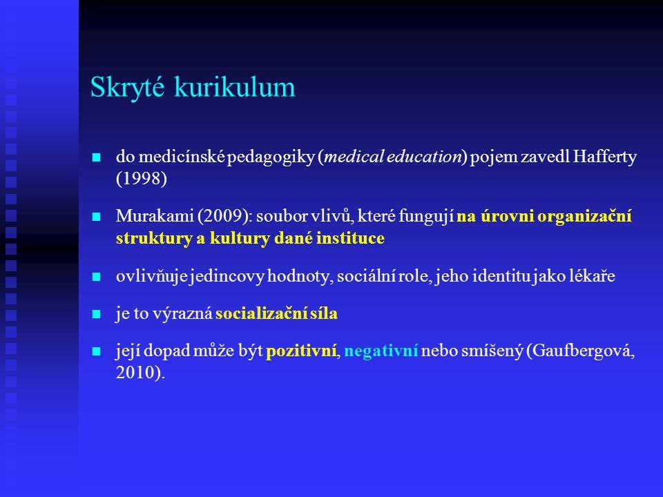 Skryté kurikulum do medicínské pedagogiky (medical education) pojem zavedl Hafferty (1998) Murakami (2009): soubor vlivů, které fungují na úrovni orga